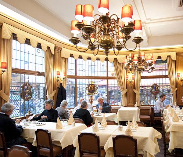 Aux Armes de Bruxelles是一家比利時傳統菜式老字號餐廳,由Cailxte Veulemans先生創立於1921年。(Aux Armes de Bruxelles餐廳提供)
