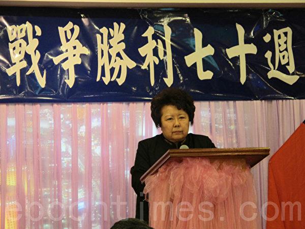 """李又宁教授演讲""""抗日与华侨""""。(林丹/大纪元)"""