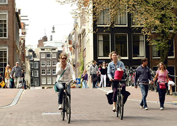 荷蘭阿姆斯特丹,自行車是主要代步工具。(Mark Dadswell/Getty Images)