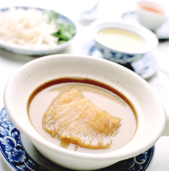 鱼翅汤(Shark Fin Soup)(Fotolia)