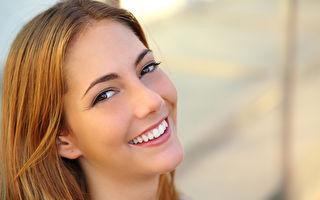 拥有一口整齐、洁白的牙齿会让你在社交及日常生活中展现更多自信。(fotolia)