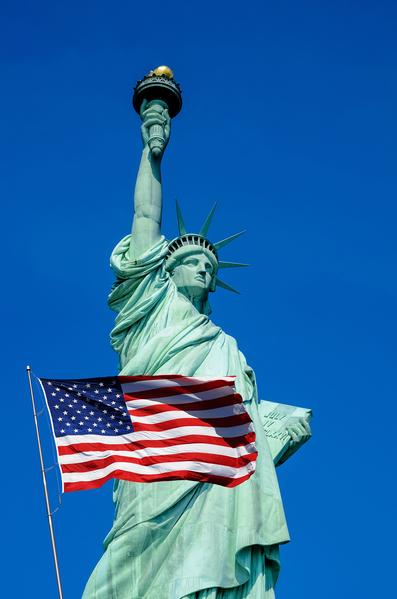 三位中国留学生说,来到美国真正感受到了这里的自由和民主。(fotolia)