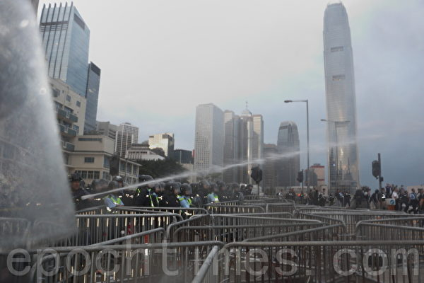 泛民批警購水炮車傷害市民