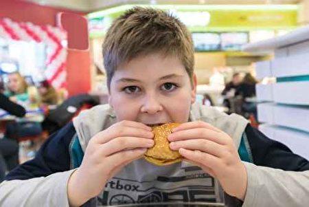 维吉尼亚南部地区的餐馆膳食中,健康儿童食物明显缺乏。(Fotolia)