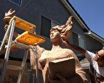 六四雕塑家陈维明为澳洲所雕塑的民主女神像泥塑己接近完成。(陈维明提供)