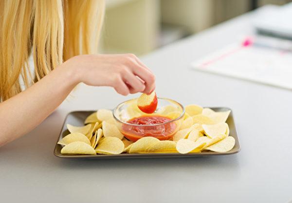 不肖厂商使用食物添加物残害大众健康的身体。(Fotolia)