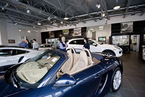 美國東北部最大保時捷車行Porsche of Roslyn。(孫華/大紀元)