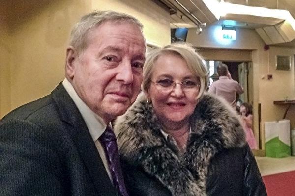 4月5日下午, 瑞典大律师Bengt Grönstedt先生和夫人观看了神韵国际艺术团在首都斯德哥尔摩Cirkus大剧院的演出。(明雅/大纪元)