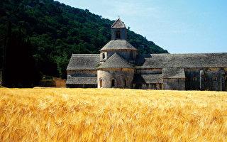 塞南克修道院— —漫漫长路的小停顿
