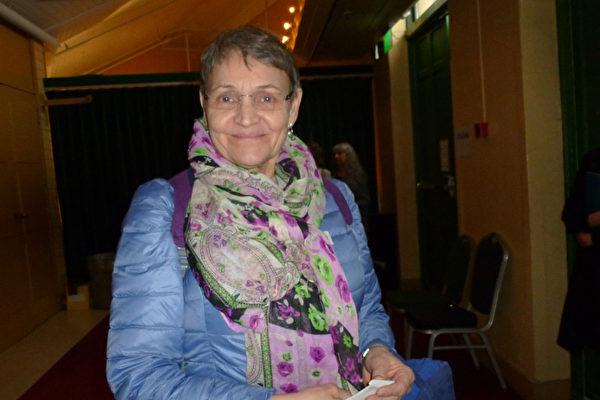 理疗医师Lena lundström女士观看了神韵在瑞典斯德哥尔摩的第三场演出。她表示,神韵的一切都那么地美好,通过观看神韵节目,整个人都升华了!(林达/大纪元)