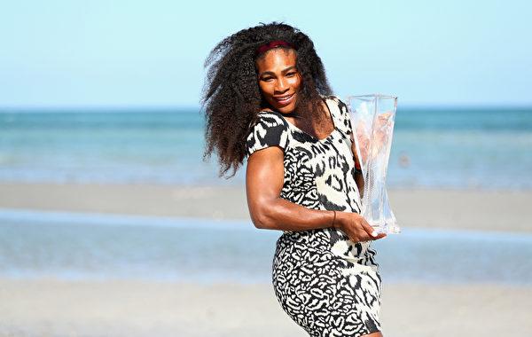 头号种子小威横扫12号种子纳瓦罗,再次完成迈阿密三连冠壮举。(Clive Brunskill/Getty Images)