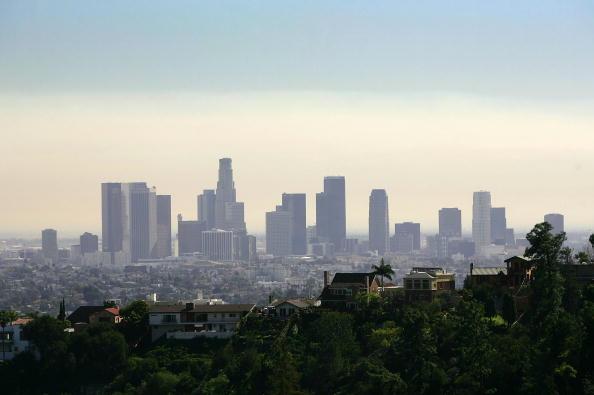 加大洛杉矶分校的一项研究称,洛县环境得分是C+。(David McNew/Getty Images)