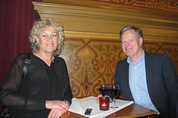 Lennart Nilsson先生是一家公司的老板,他的女友Gerd Rexed是瑞典国家电视台的时事新闻记者,4月7日二人一起观赏了神韵在瑞典Cirkus大剧场的最后一场演出。(麦蕾/大纪元)