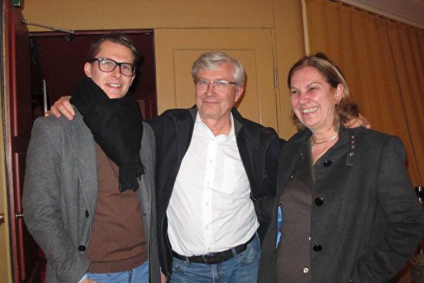 得知了神韵来到斯德哥尔摩的消息后,资深顾问Bo Fristedt先生毫不犹豫地带领全家老小六人一起观看了今晚神韵在北欧的最后一场演出。(麦蕾/大纪元)