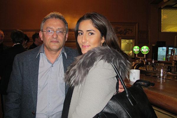 2015年4月7日晚上是George Karimi先生和女儿Arineh Karimi第二次观看神韵演出,神韵的魅力依旧震撼着他们的心。(麦蕾/大纪元)