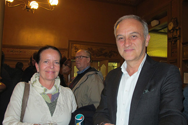 Hakan Okmen、Anneli Jern夫妇在斯德哥尔摩有自己的公司,他们表示演出带他们脱离了尘世的烦嚣,他们遨游了一个美好世界。(麦蕾/大纪元)