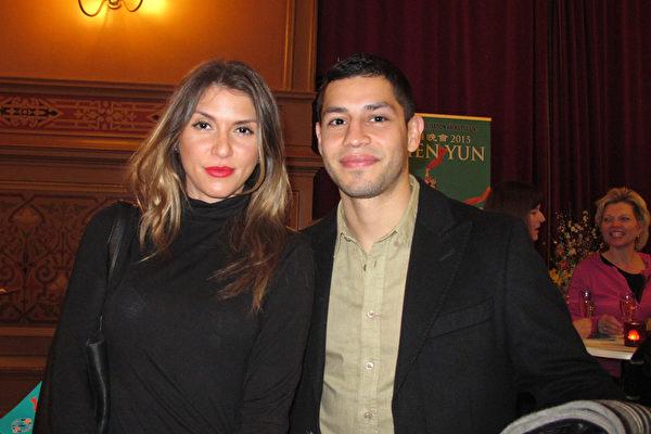 Ricardo Gozalez先生和Talja Stalkob女士同在瑞典青少年管理教育中心工作,2015年4月7日晚两人一起来观看美国神韵国际艺术团在瑞典首都斯德哥尔摩Cirkus大剧院的最后一场演出。(麦蕾/大纪元)