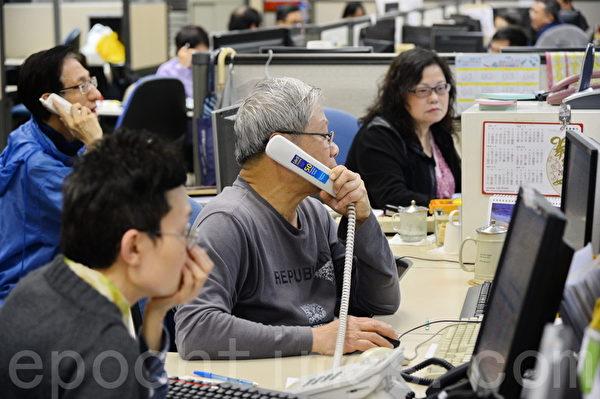 大陆资金南下,复活节后香港股市被异常炒高,连续八天累升3,500点,破了股市纪录。成交量连续五天突破2000亿港元。(宋祥龙/大纪元)