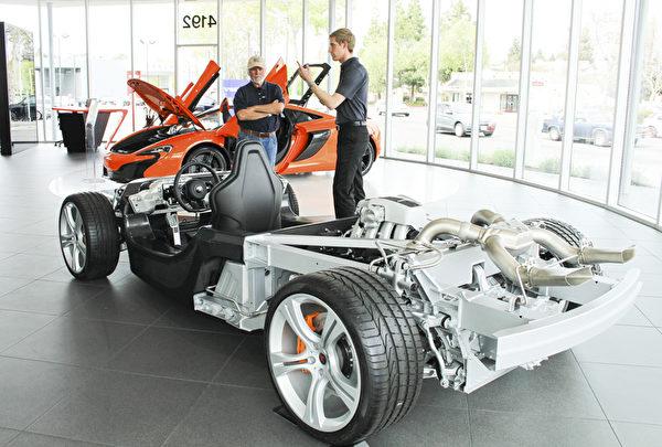 解说员说650S的底座由碳纤维材料打造,轻、快。(王文旭/大纪元)