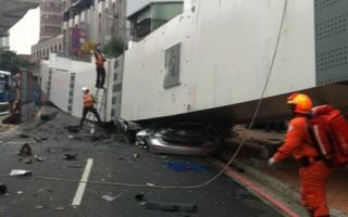 台中捷運工程10日傍晚4時許發生鋼梁摔落意外,造成4人受傷、4人死亡。(陳姓網友提供)