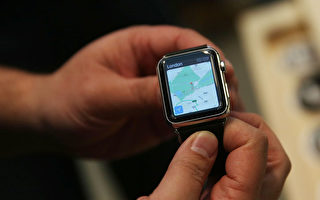 iWatch上市引來不少顧客到店體驗,但熱度遠不及iphone 6。(Spencer Platt/Getty Images)