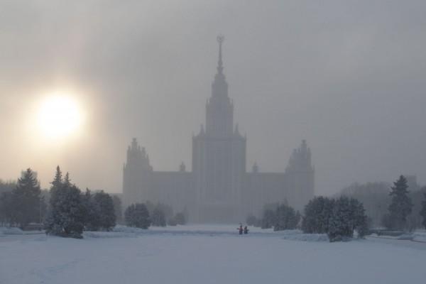俄羅斯莫斯科國立大學冬季(Vyacheslav Argenberg/ Flickr)