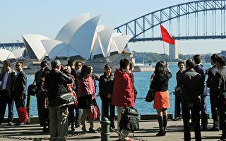 中国出境游客去年的总消费额为近5,000亿美元。(GREG WOOD/AFP/Getty Images)
