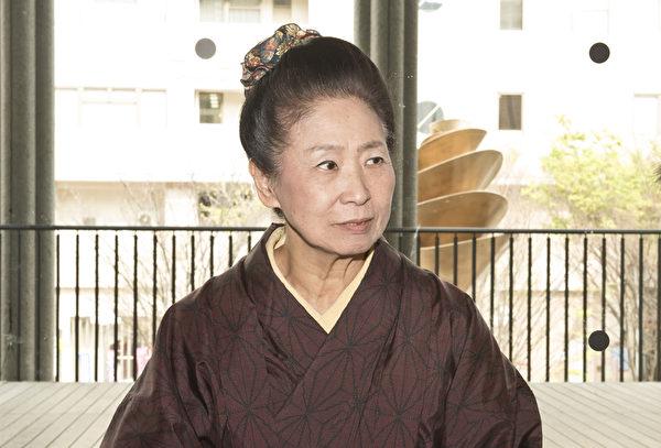 日本古典舞舞蹈家金崎二三子(藝名Fumiko Yamato)觀看了4月16日在日本兵庫縣立藝術文化中心(Hyogo Performing Arts Center)神韻的演出,她說:「神韻演出給人以陽光,打開人的心靈窗戶。」(野上浩史/大紀元)