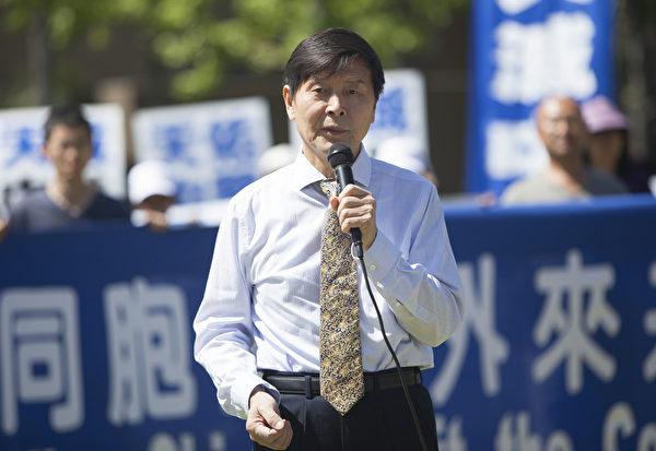 图:法轮功学员代表李有甫说,人只有脱离中共才能有精神归宿。共产党迫害法轮功,就是怕人们有自己的信仰。(季媛/大纪元)