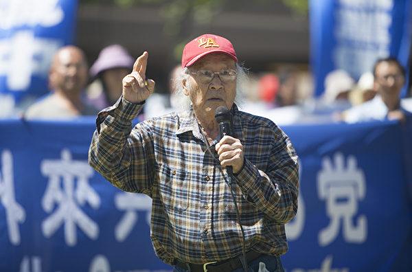 图:在清华大学读书期间,因给同学打抱不平被打成右派分子的冯国蒋说,法轮功不断揭露中共,让人民逐渐醒悟、退党是最重要的事。我1950年就醒悟了。(季媛/大纪元)
