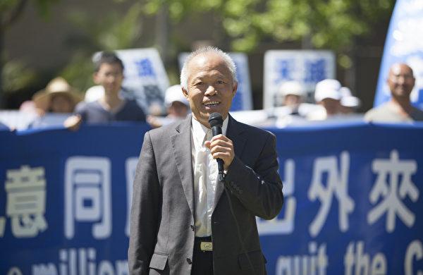 """图:南加著名民运人士、中国社会民主党主持人刘因全表示:""""有人问两亿人数字有没有水分?我认为没有。""""(季媛/大纪元)"""