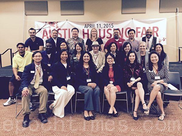 美國亞裔房地產協會奧斯汀分會理事會成員及部分會員合影 (圖片由AREAA提供)
