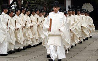日本靖国神社从21日至23日举行春祭日,首相安倍晋三今年选择只奉纳真贤木祭品而不参拜。(YOSHIKAZU TSUNO/AFP/Getty Images)