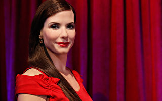 珊卓布拉克(Sandra Bullock)的蜡像在她50岁生日时于纽约亮相。(Cindy Ord/Getty Images for Madame Tussauds New York)