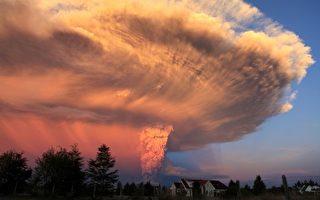 組圖: 智利火山噴發如蘑菇雲 紅色警戒