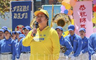 2014年5月10日,曲平在舊金山灣區慶祝5.13世界法輪大法日活動上演唱歌曲。(曹景哲/大紀元)