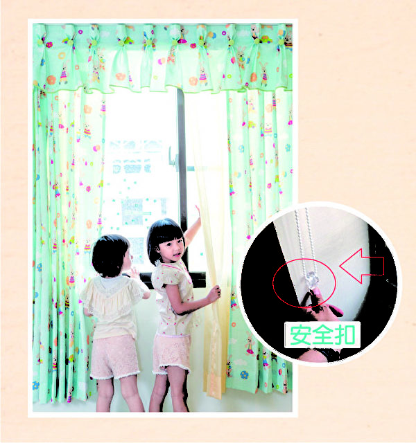 安全扣就是在固定拉繩讓小朋友不能隨意拿起繩子玩。(圖:隆美提供)