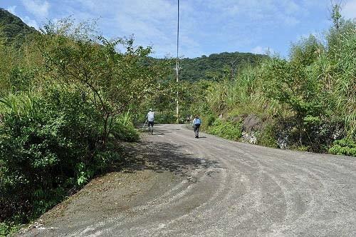 续行,仍是水泥路面,走往南势坑2-5号民宅。  (图片提供:tony)