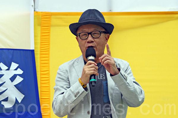 香港法輪功學員4月25日舉行紀念「四.二五」和平上訪16周年及聲援二億人退出中共組織集會遊行,圖為保衛香港自由聯盟發言人韓連山在長沙灣的集會上發言。(潘在殊/大紀元)