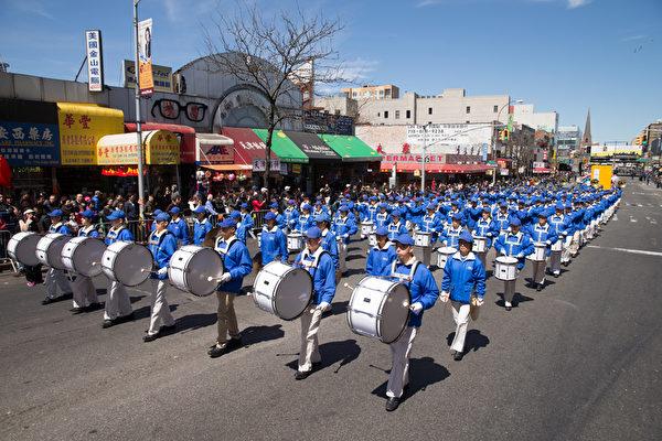2015年4月25日,紐約法輪大法弟子舉行反迫害大遊行。(戴兵/大紀元)