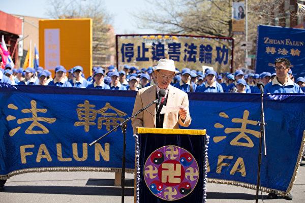 「中國基督徒民主黨」發言人陸東在集會上發言。(戴兵/大紀元)