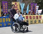 图:4月25日,方政在旧金山中国城的花园角举行的庆祝2亿人退出中共的集会上发言。(周凤临/大纪元)