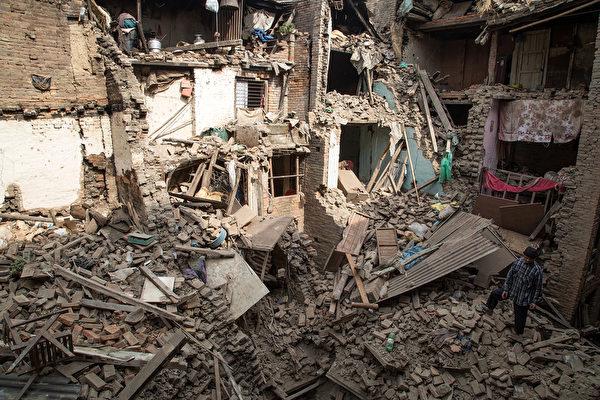 4月27日,一场7.8级地震后的尼泊尔首都加德满都民居。(Omar Havana/Getty Images)