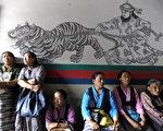 正在受到强烈地震破坏的尼泊尔,当地人口十分之一是来自中国西藏的难民,他们大多是非法居留者。 (AFP/GettyImages)