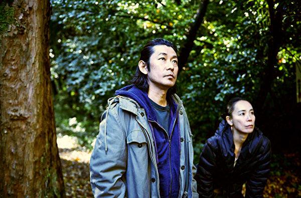 日本影帝永瀨正敏與國際名導河瀨直美一同打造暖心電影。(佳映娛樂提供)