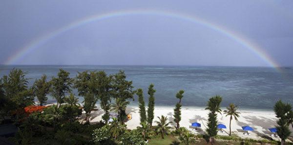美国塞班岛绵白的长滩。(Koichi Kamoshida/Getty Images)