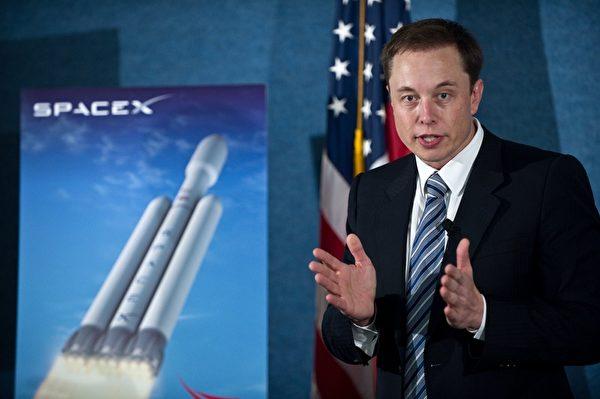 特斯拉(Tesla)執行長、太空探索科技公司(Space X)創始人暨執行長以及貝寶(PayPal)共同創始人伊隆·馬斯克(Elon Musk)告訴創業家,為了獲致成功,他們必須比一般人更認真、更努力,而且永不放棄。(Nicholas KAMM/AFP)