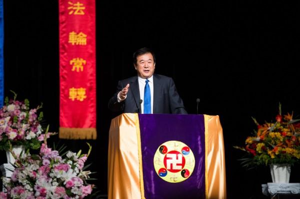 2014年10月16日(周四),法轮功创始人李洪志先生莅临旧金山法会讲法并解答法轮功学员提出的修炼问题。(戴兵/大纪元)