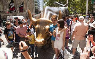 美國旅遊協會預計中國前往美國旅遊的人數在2019年會增長為310萬人次,與2013年比增長了172%。圖為紐約中國遊客。(戴兵/大紀元)