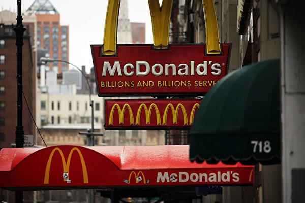麥當勞從2014年的第5名慘跌到第9名,品牌價值下滑了5%。(Spencer Platt/Getty Images)